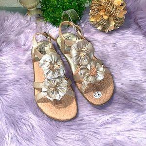 BOC gold tone leather sandals w/flower detail